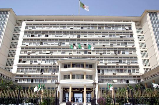 وزارة الداخـــلـيــة: تجنيد كـل الـوسائل المادية والبشرية تحضيرا للانتخابات الرئاسية    الإذاعة الجزائرية